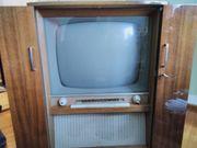 Historische Fernsehtruhe mit Radio