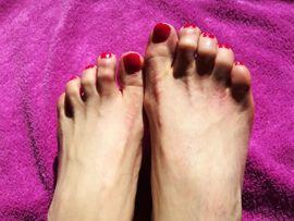 Erotische Massagen - Stinkende Füße einer älteren Reiter-Dame