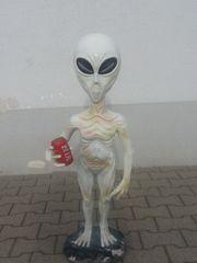 Alien mit Bierdose