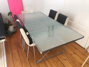 Schöner gut erhaltener Tisch