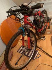 Fahrrad mit Benzinmotor