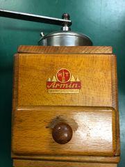 Antike Kaffeemühle HT Armin