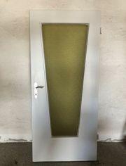 Holztür mit Glasausschnitt