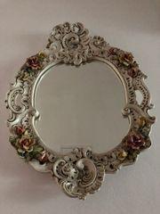 Alter ovaler Barockspiegel aus Porzellan