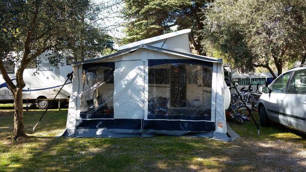 wohnwagen mit vorzelt ankauf und verkauf anzeigen. Black Bedroom Furniture Sets. Home Design Ideas