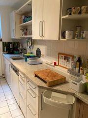 weiße Marken Einbau Küche grauer