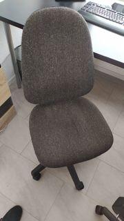 2 Bürostühle zu verschenken