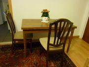 ausziehbarer Eßtisch mit 2 Stühlen
