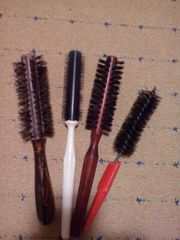 4 Haarbürsten gegen Spende gebraucht