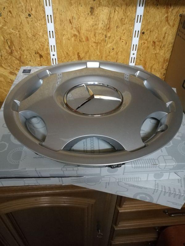 Mercedes Radkappen 15Zoll - Ilbesheim - 4 sehr gut erhaltene silberfarbene Original Mercedes Plastik Radkappen, 15 Zoll,C- Klasse Typ Classic bis Baujahr 2003 Baureihe 2003 für Stahlfelgen 6J×15ET31 - Ilbesheim