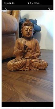 Buddha Statue Handgeschnitzt