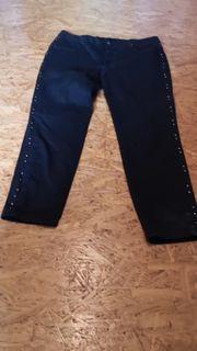 Jeans in schwarz mit seitlichen