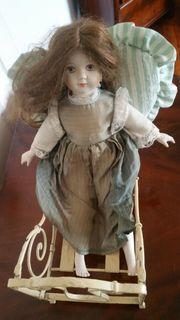 Antikes Puppenbett Metall mit Porzellan