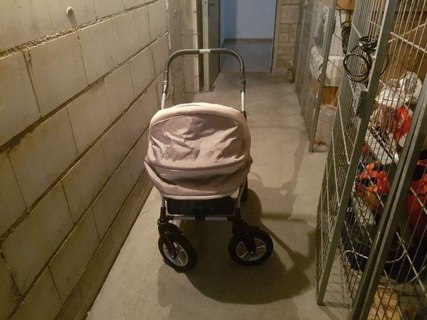 2in 1 Kombi Kinderwagen - Kirchardt - 2in 1 Kombi Kinderwagen mit babywanne, wickeltasche in beige, sehr gut erhalten, war nur in der Wohnung jetzt zurzeit im Keller, kaum benutzt! Keine Kratzer, reifen in 360 drehbar!! Neupreis war 280 - Kirchardt