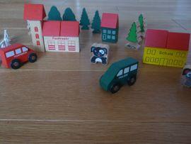 Holz-Lokomotive sowie Häuser Bäumen Tiere: Kleinanzeigen aus Vaihingen - Rubrik Holzspielzeug