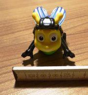 Figur fahrende Biene auf Skatebrett