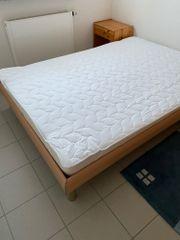 Bett 140x200 mit zwei Nachtschränkchen