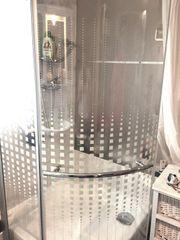 schöne Duschwand Duschkabine Glas halbrund