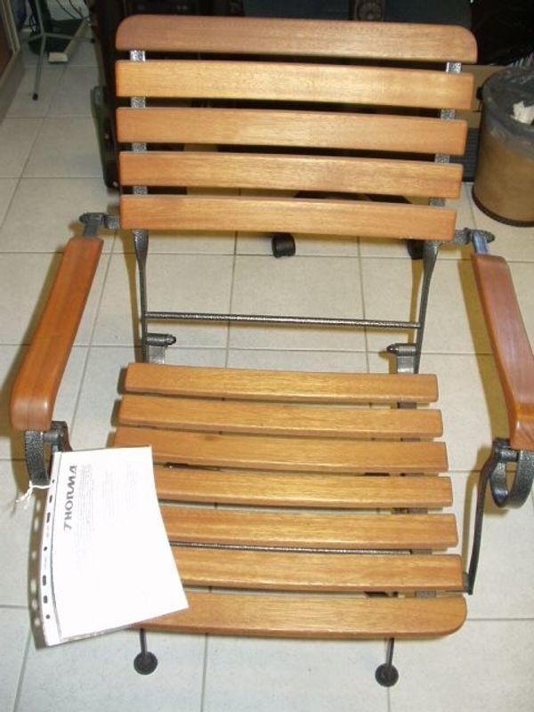 2 neue stabile Sessel aus