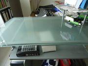 Schreibtisch mit Glasplatte Metallgestell und