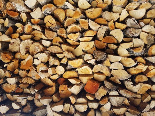 Kaminofenholz Brennholz mit Lieferung
