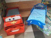 Verschiedene Kinderbetten-verschiedene Kinderautositze