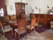 Esstisch und 8 Stühle zur