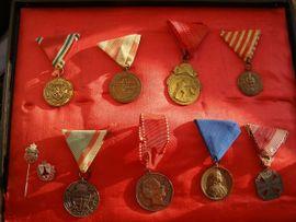 Sonstige Sammlungen - Militär Konvolut von 10 Stück