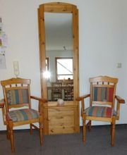 Spiegel Massiv mit qualitativen Stühlen