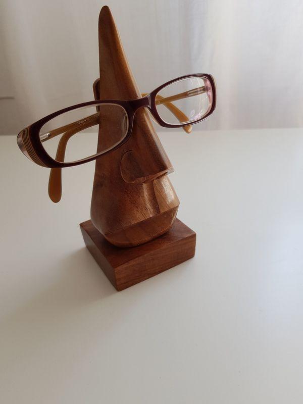 dekorativer Brillenhalter