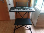 Yamaha Keyboard EZ 220 mit