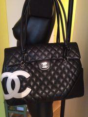 Chanel-Handtasche Schwarz Top Zustand