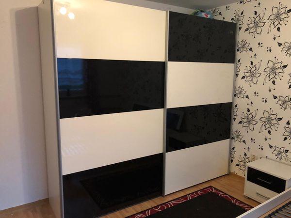 Schlafzimmer Möbel / Schiebetürenschrank & Bett,Nachtische in ...