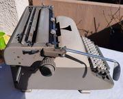 Klassische Schreibmaschine Adler Universal von
