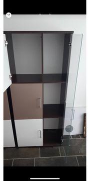 Schrank mit Glastür