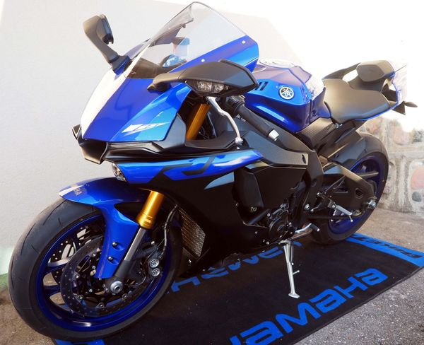 Yamaha R1 rn49