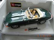 Jaguar E Cabrio Burago grün