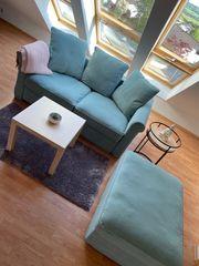 Schönes Sofa mit Funktionshocker