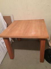 schöner handgefertigter Tisch
