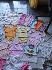 Schönes 25 teiliges Kleidungspaket für