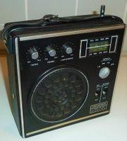 Universum Quelle kl- Kofferradio zu