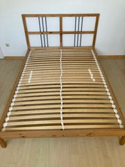 Schönes Holzbett 140x200