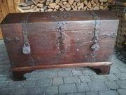 Dekorative Eichenholztruhe ca 18 Jahrhundert