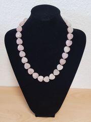 Schöne Halskette mit Rosenquarz Herzen