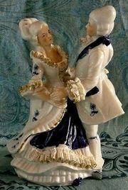 bezauberndes tanzendes Rokoko-Paar aufwendig gearbeitet