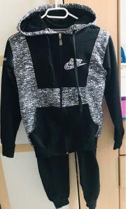 Nike Anzug schwarz-weiß 134