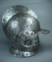 Eisen Helm mit beweglichen Wangenklappen