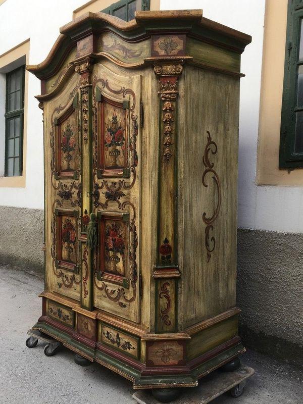 Hinreißender Bauernschrank bemalt Garderobe Möbel