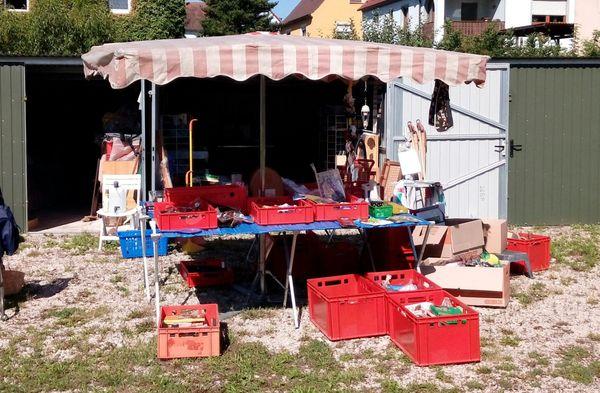 Trödel Flohmarkt Ware 1 Garage
