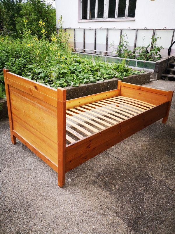 Vollholz Bett 90 X 200 Mit Lattenrost Günstig Zu Vergeben In